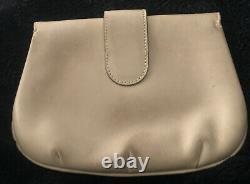 GUCCI VINTAGE-Tan Leather Clutch-Gorgeous Detail-Leather Interior-Strap Fasten
